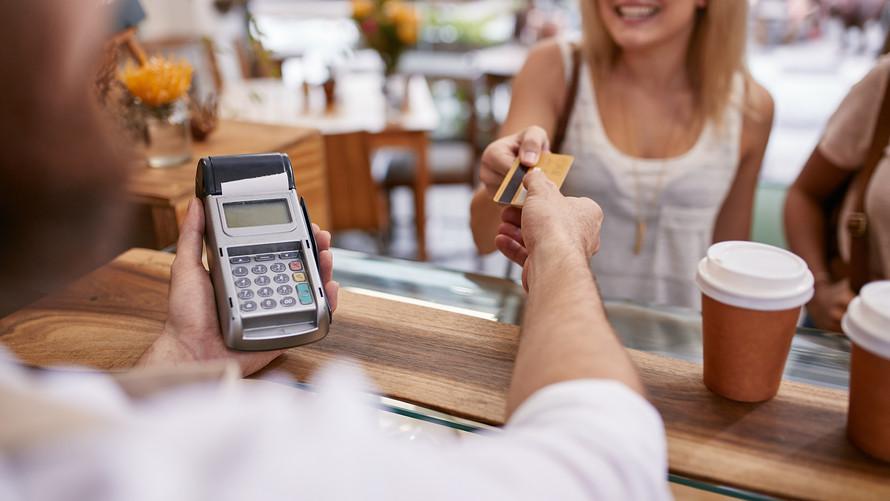Το ξέρατε; Τι σημαίνουν όλοι αυτοί οι αριθμοί στις πιστωτικές κάρτες;