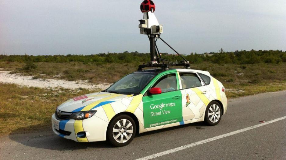 Το αυτοκίνητο του Google Maps τους «έπιασε» γυμνούς στο δάσος