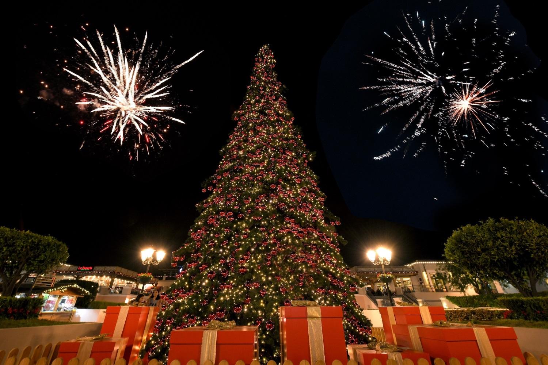 Χριστουγεννιάτικη Παρέλαση και Φωταγώγηση στα Λιβάδια