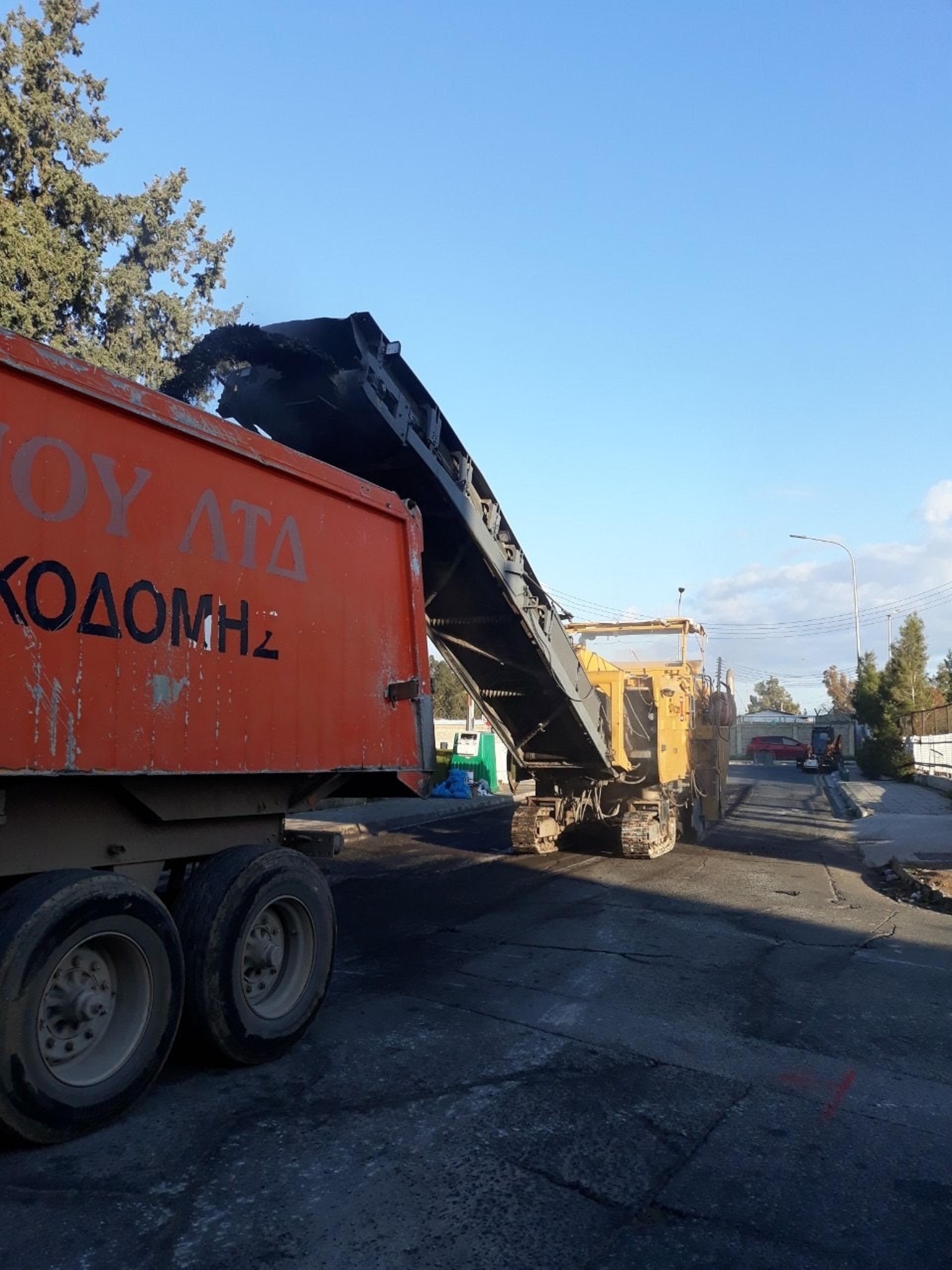 Ο Δήμος Λάρνακας άρχισε τις επαλείψεις στους δρόμους της πόλης