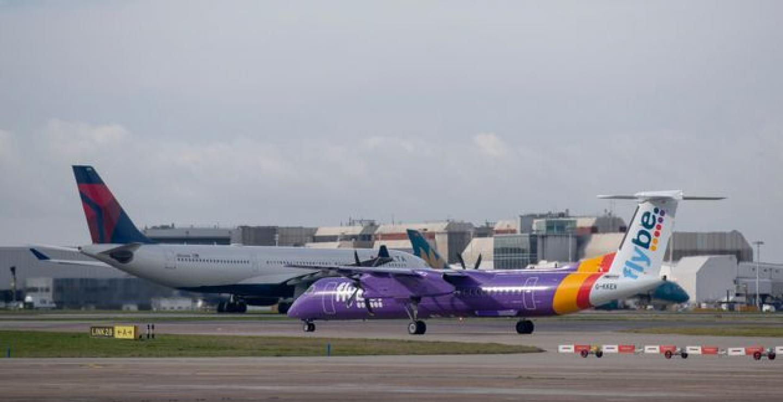 Στα πρόθυρα κατάρρευσης η μεγαλύτερη περιφερειακή αεροπορική εταιρεία της Ευρώπης