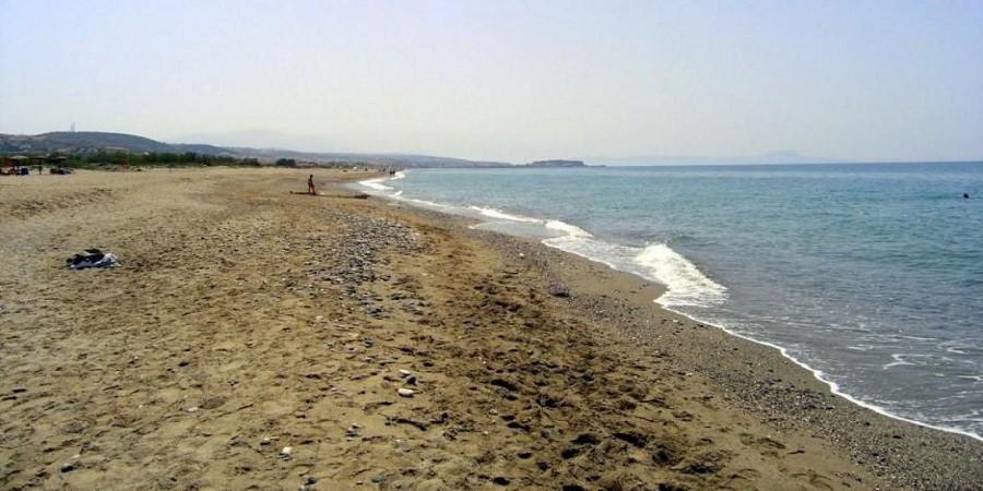 Ξεβράζει ανθρώπινα οστά η θάλασσα στα Περβόλια – Όλες οι πληροφορίες