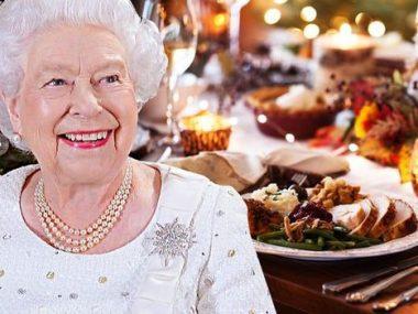 royal-family-queen-christmas-dinner-1219333