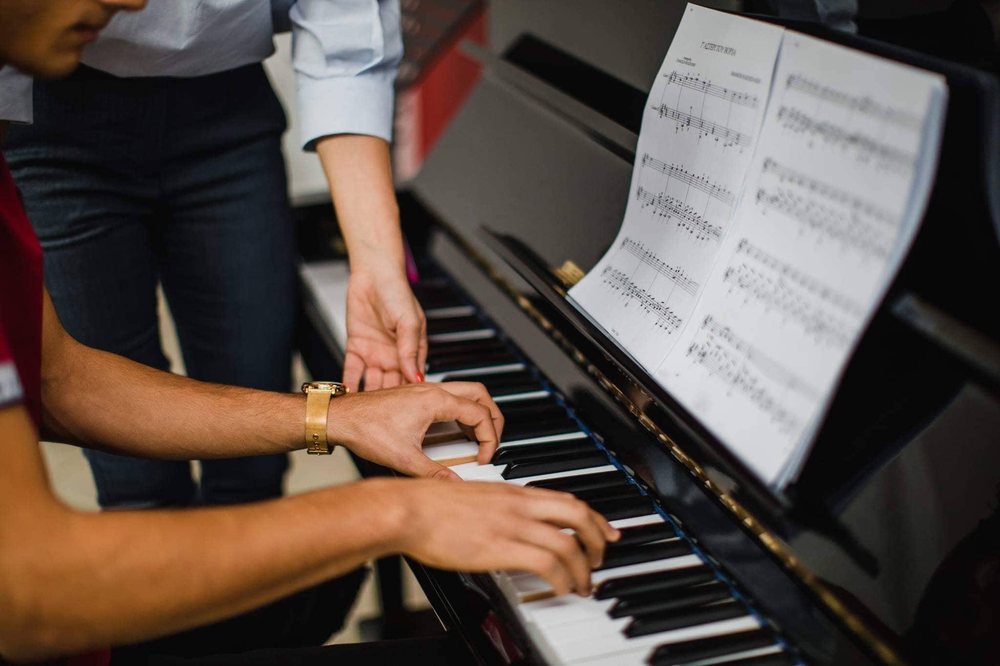Η διευθύντρια της Μουσικής Σχολής Κλεοπάτρας Χρυσοστόμου μας λέει η Αγάπη για την Μουσική διδάσκεται!!!