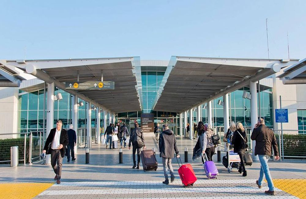 Αεροδρόμιο Λάρνακας: Προσγειώνεται η πρώτη από τις πεντε πτήσεις από τη Βρετανία