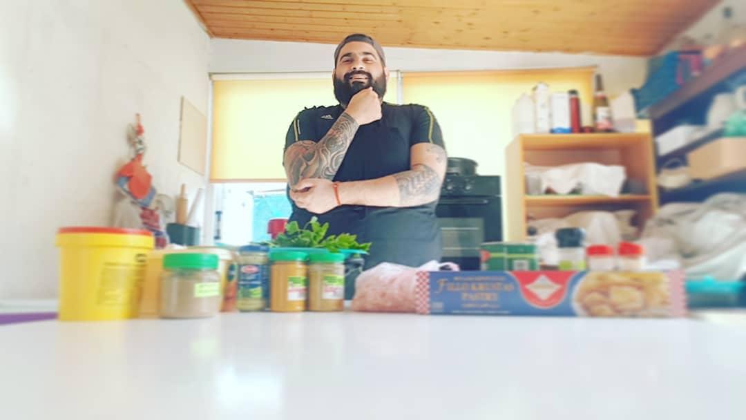O Ευαγόρας Ιωάννου μας δείχνει πώς να φτιάξουμε νόστιμο γεύμα από το φαγητό που περίσσεψε