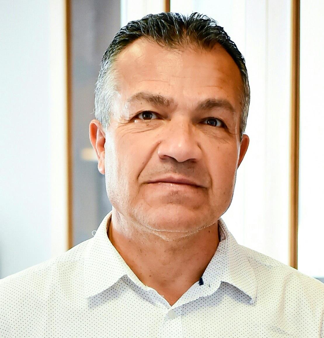 Ο Διευθυντής Δημοτικού Σχολείου στην Επ. Λάρνακας Α. Θεοδώρου τοποθετείται για το άνοιγμα των σχολείων