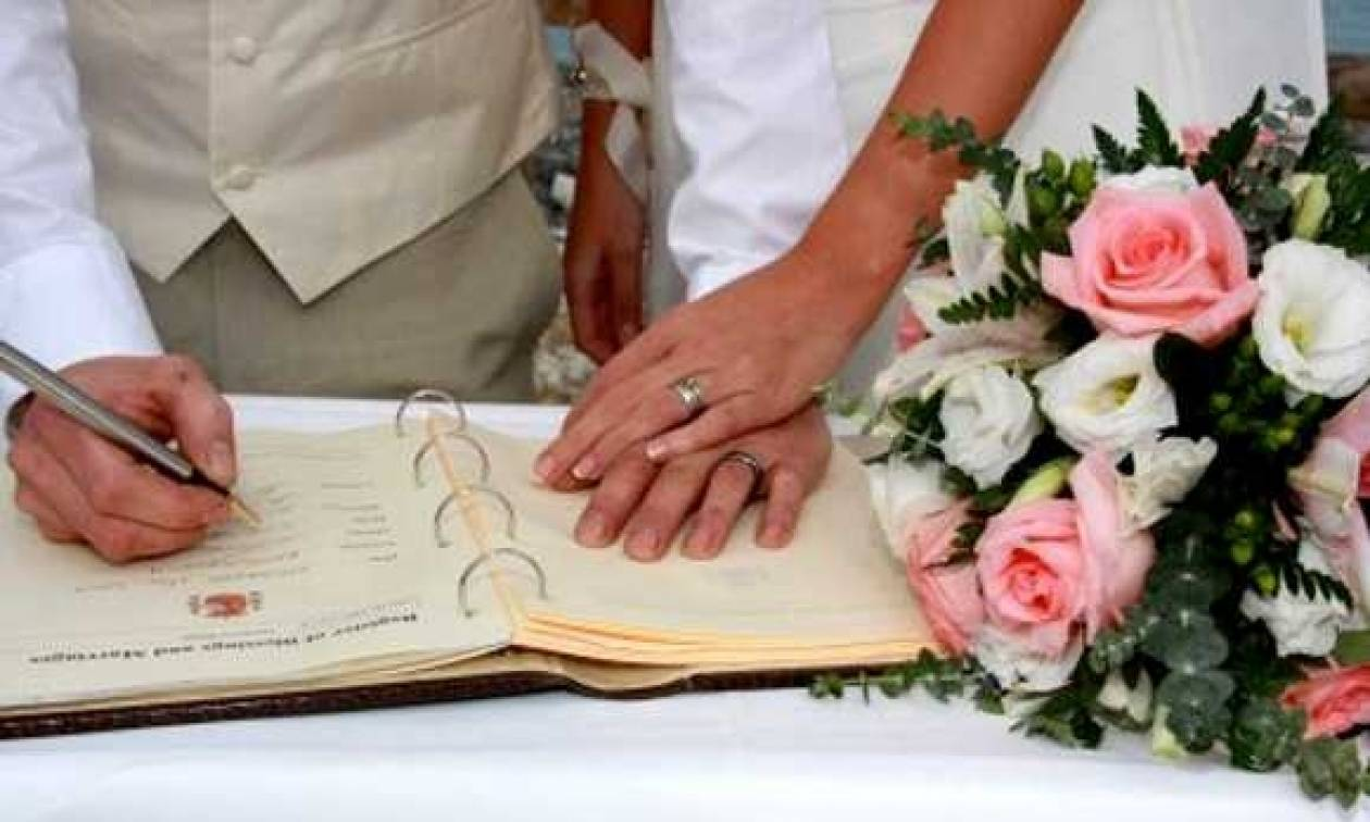 1.600 γάμοι μόνο από ένα δημαρχείο