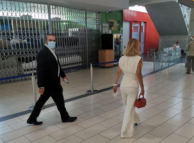 ΤΩΡΑ-ΛΑΡΝΑΚΑ: «Έφοδος» Γιολίτη – Καρούσου στο αεροδρόμιο για την τήρηση των μέτρων (φωτογραφίες)