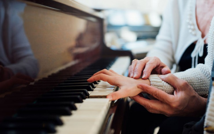 piano-teacher-and-student