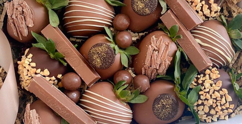 Η νέα hot τάση είναι τα φρούτα βουτηγμένα στη σοκολάτα