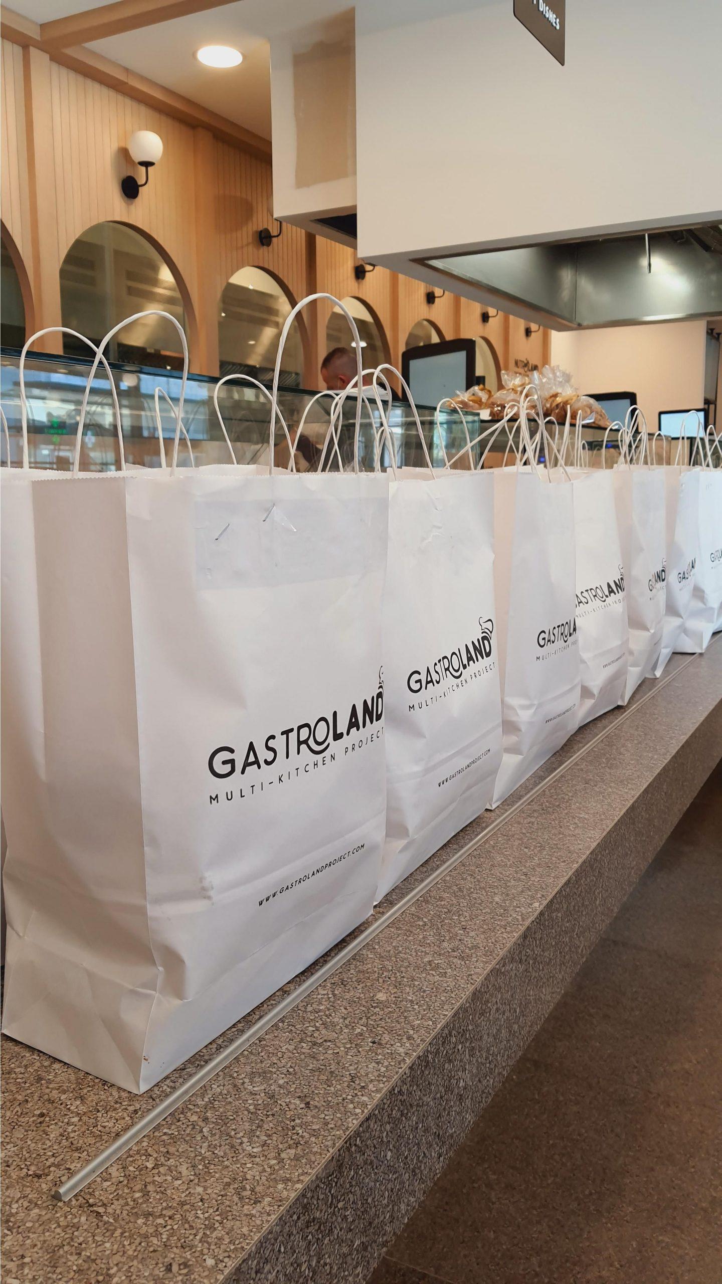 Η Gastroland παρέδωσε 500 γεύματα και Χριστουγεννιάτικα εδέσματα στον Σύνδεσμο Αγκαλιάζω με Αγάπη