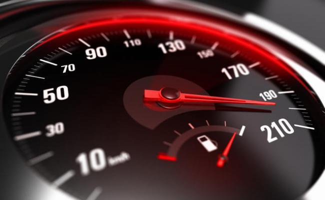 """ΛΑΡΝΑΚΑ: """"Πετούσε"""" στον αυτοκινητόδρομο με 207 χλμ"""