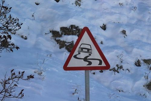Kλειστοί οι δρόμοι στα ορεινά λόγω χιονόπτωσης