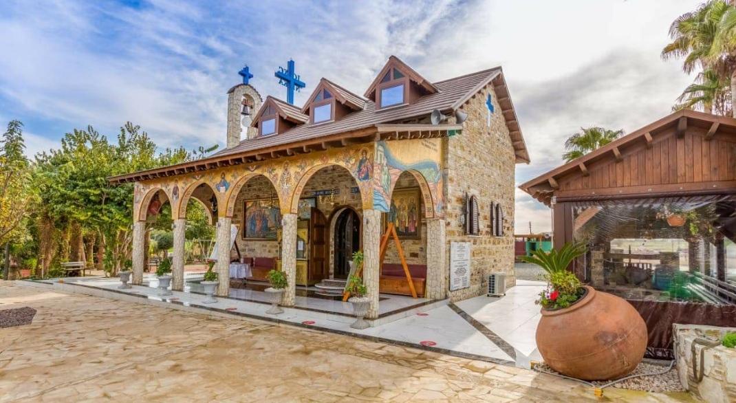 Θείες Λειτουργίες στο Περιβόλι του Αγίου Λαζάρου