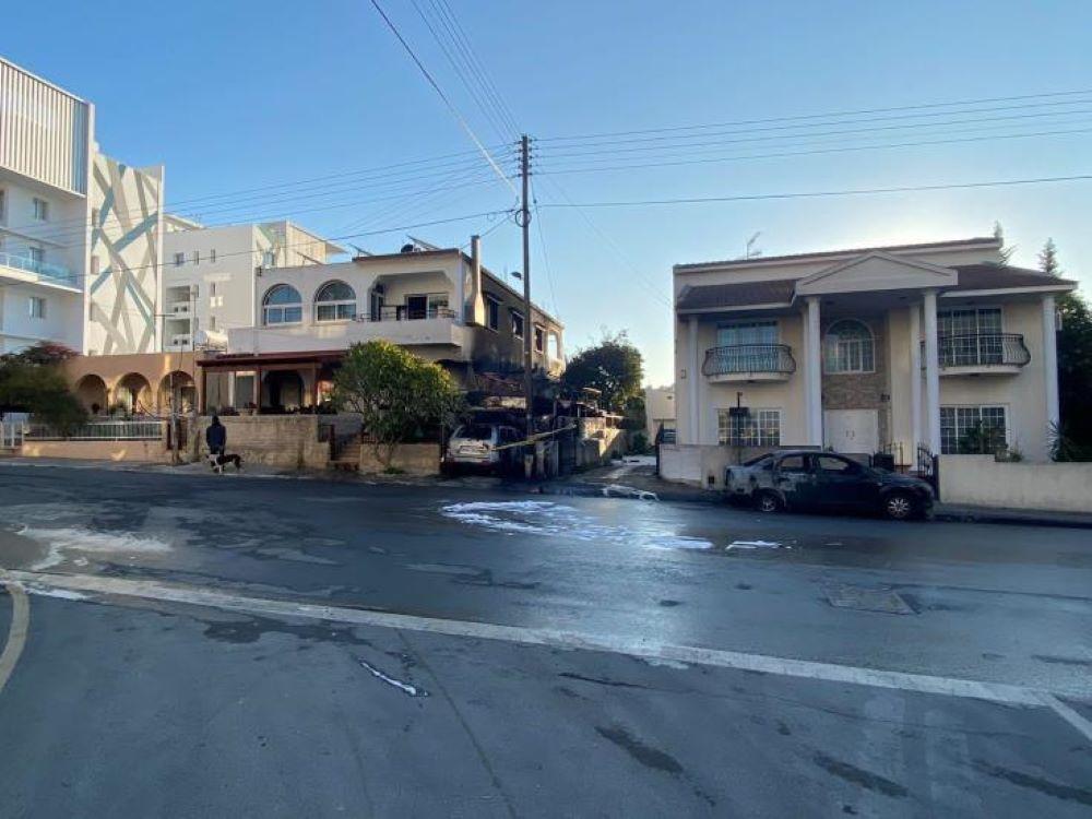 Αποκλειστικά βίντεο από το LarnakaOnline από την πυρκαγιά που ξέσπασε σήμερα σε οχήματα στη Λάρνακα