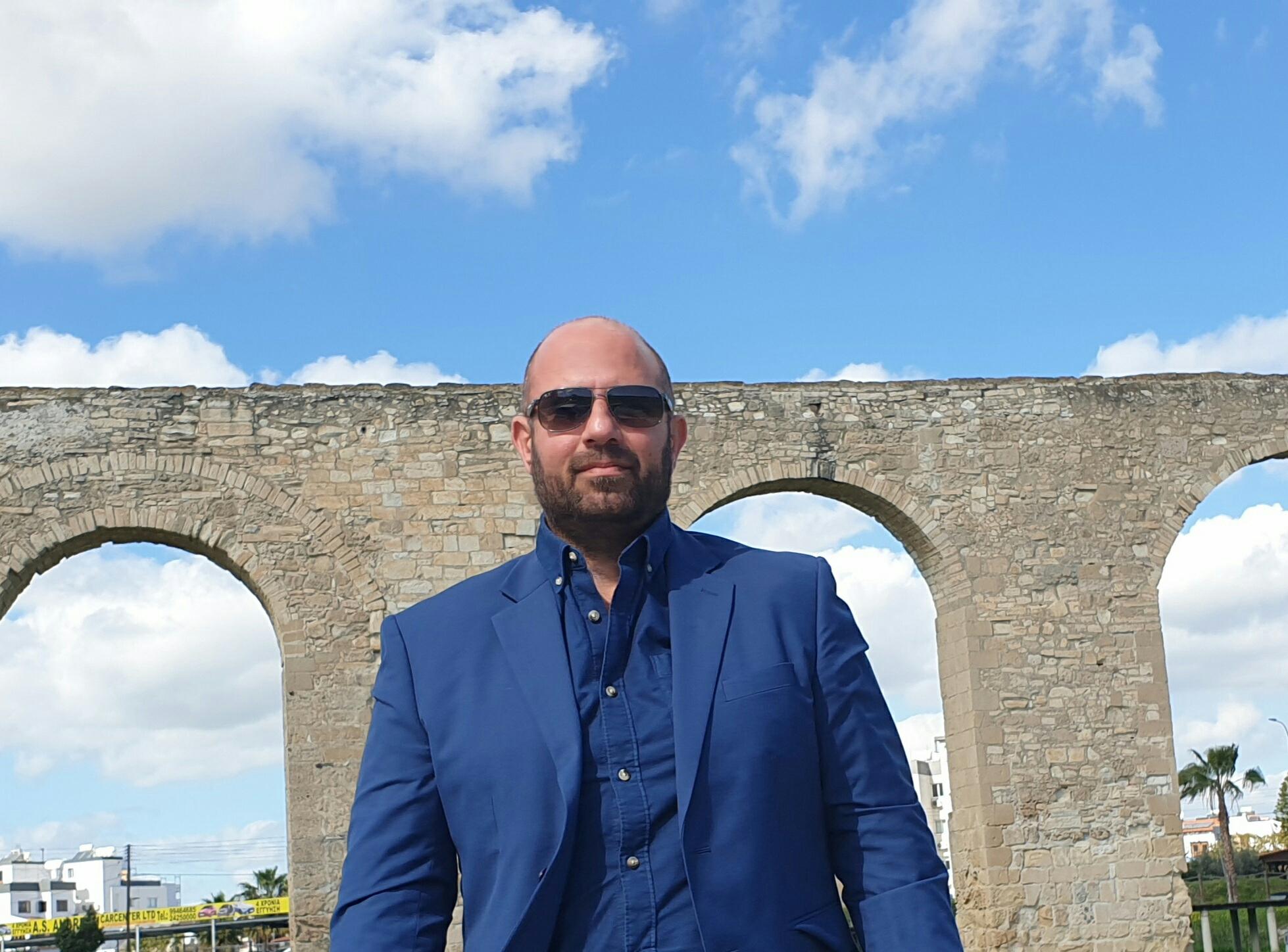 Συνέντευξη Ντίνου Σκεπαρνίδη: Η πολιτική έχει ταυτιστεί με το ρουσφέτι και την κουμπαροκρατία