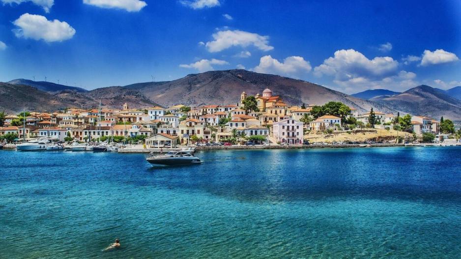 Guardian: 10 ελληνικοί προορισμοί για διακοπές μετά την πανδημία
