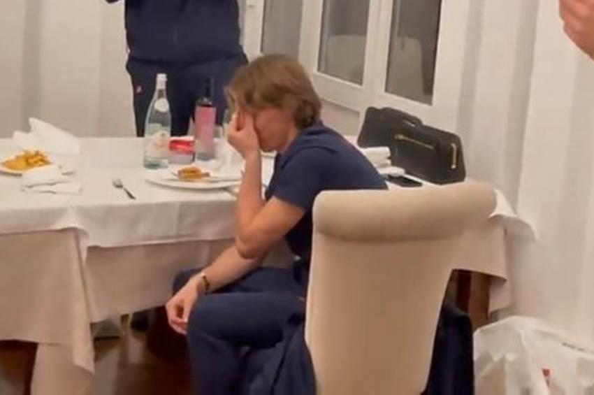 Δάκρυσε μετά το ματς με την Κύπρο ο Μόντριτς (βίντεο)