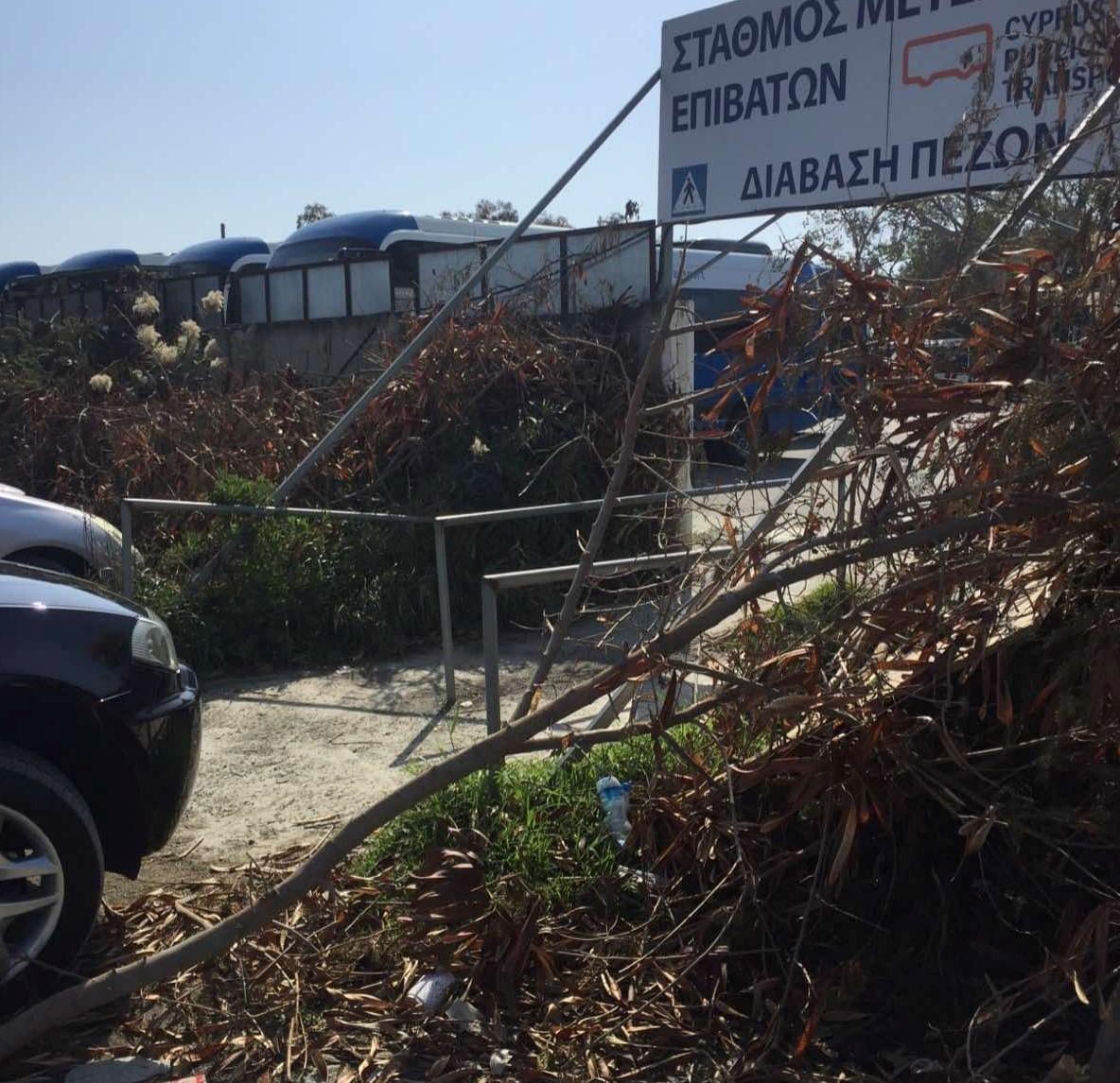 Άκρως απογοητευτική εικόνα – Ακαθαρσίες σε ένα κεντρικό και πολυσύχναστο σημείο της Λάρνακας (φώτο)