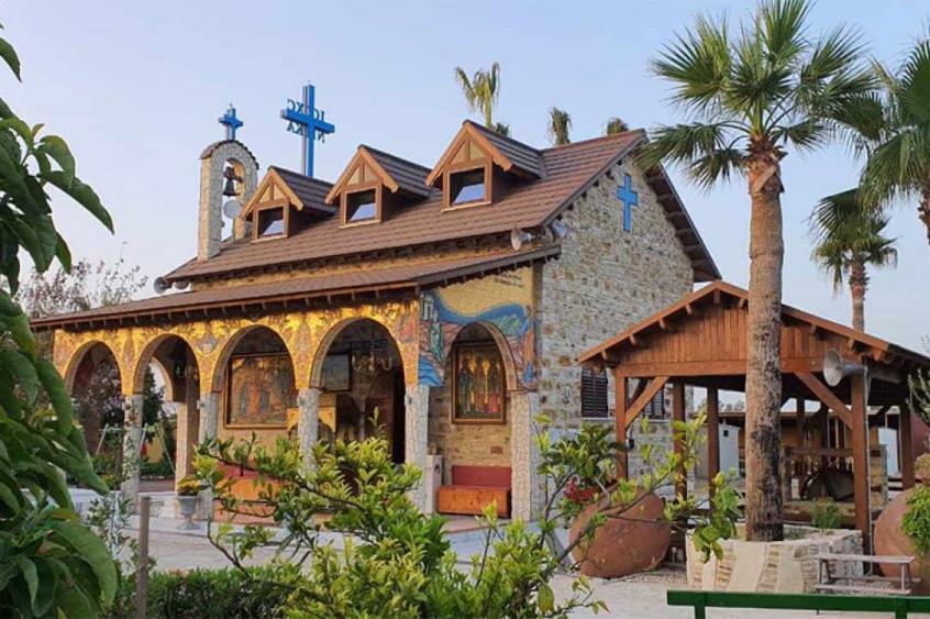 Για προσκύνημα ο Επιτάφιος του Αγίου Λαζάρου στο Περιβόλι του Αγίου Λαζάρου στην Δρομολαξιά