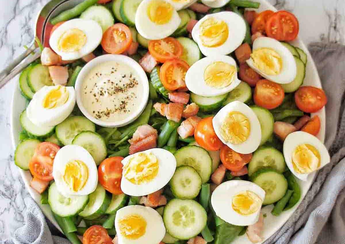 Πατατοσαλάτα με αυγά που περίσσεψαν από το Πάσχα