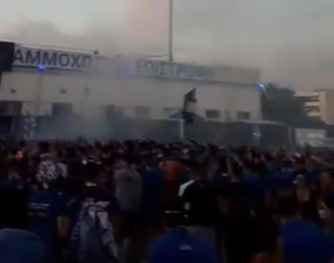 BINTEO: Χαμός έξω από το Αντώνης Παπαδόπουλος