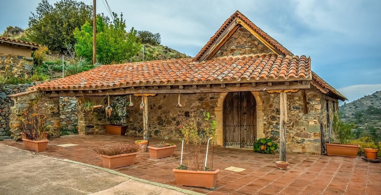 Δύο παραδοσιακές οικίες για να επισκεφτείς, που σε ταξιδεύουν πίσω στο χρόνο