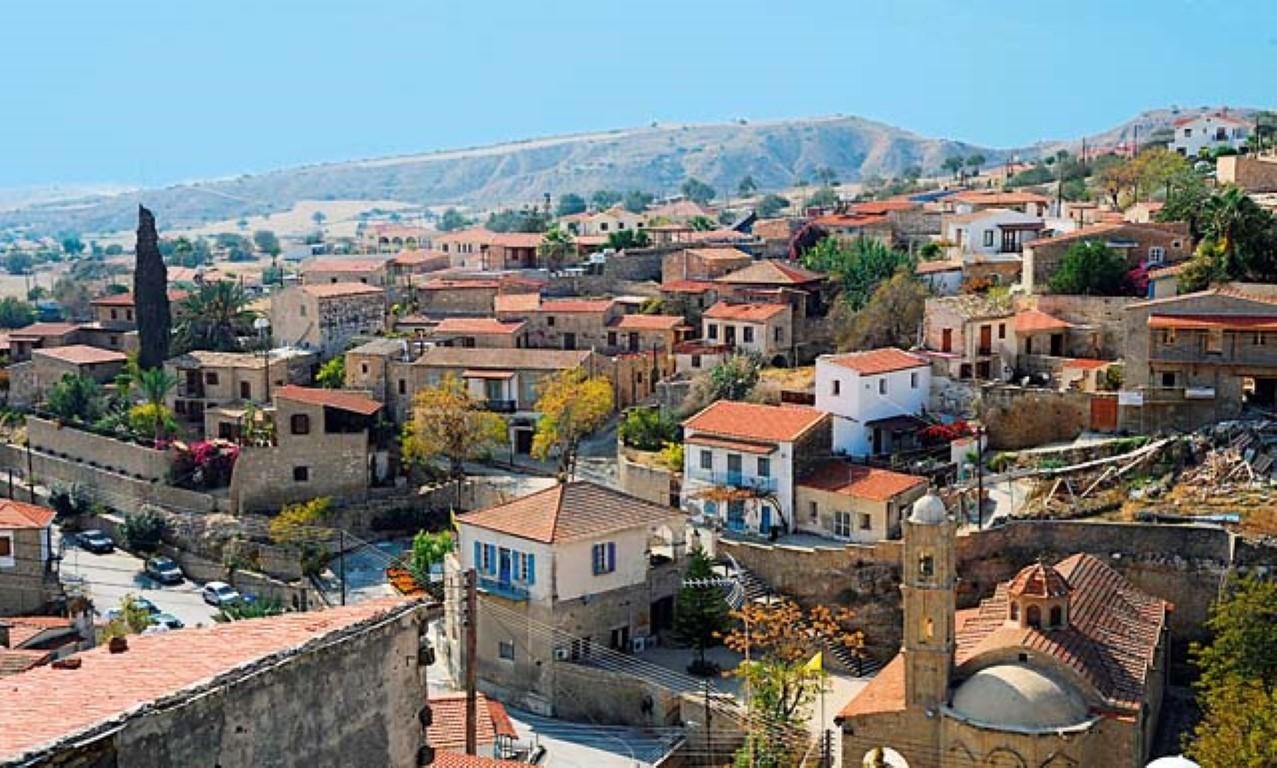 Τo πέτρινο χωριό της επαρχίας Λάρνακας, που αξίζει να επισκεφθείς