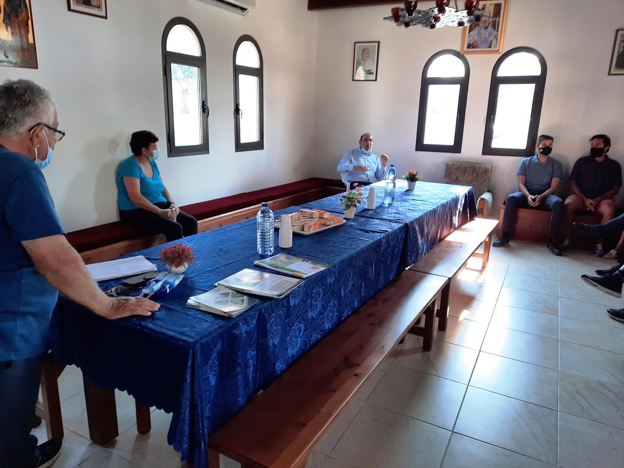 Ο Ανδρέας Βύρας και μέλη του Δημοτικού Συμβουλίου επισκέφθηκαν τους κατοίκους του συνοικισμού Αγίων Αναργύρων Α'