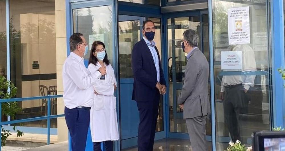 Επίσκεψη Υπουργού Υγείας στο Αναφοράς: «Αν συνεχίσουμε όπως πάμε, θα έχουμε νέα έξαρση»