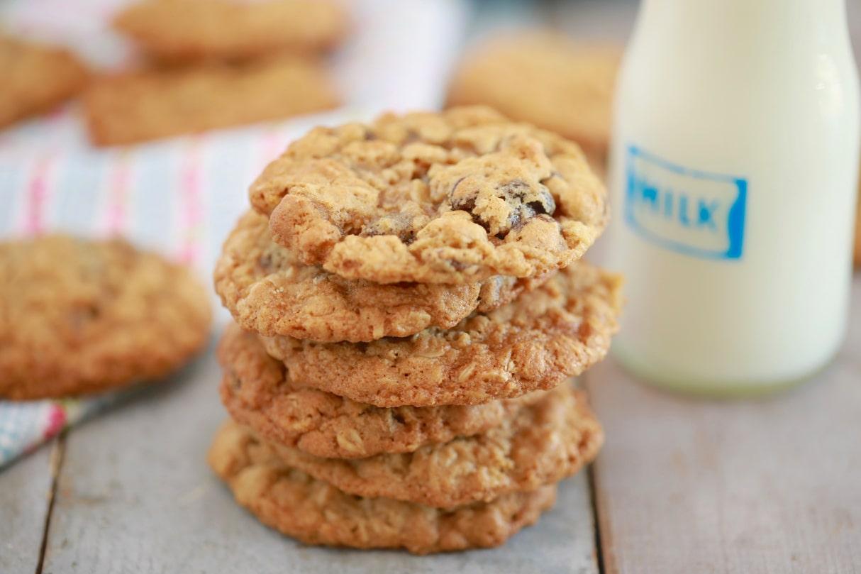 BBB234-Best-ever-Oatmeal-Raisin-Cookies-Thumbnail