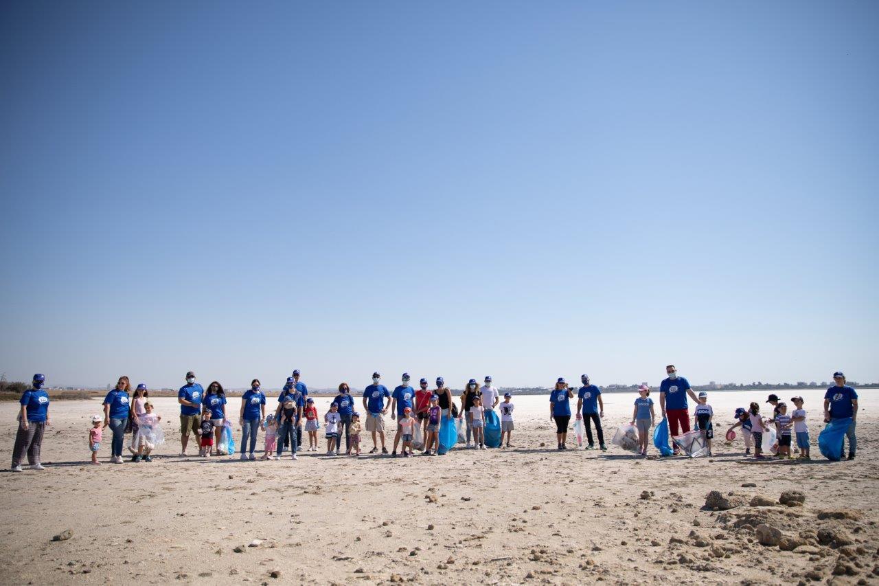 Εθελοντική δράση καθαρισμού στην Αλυκή Λάρνακας από τη Lidl Κύπρου