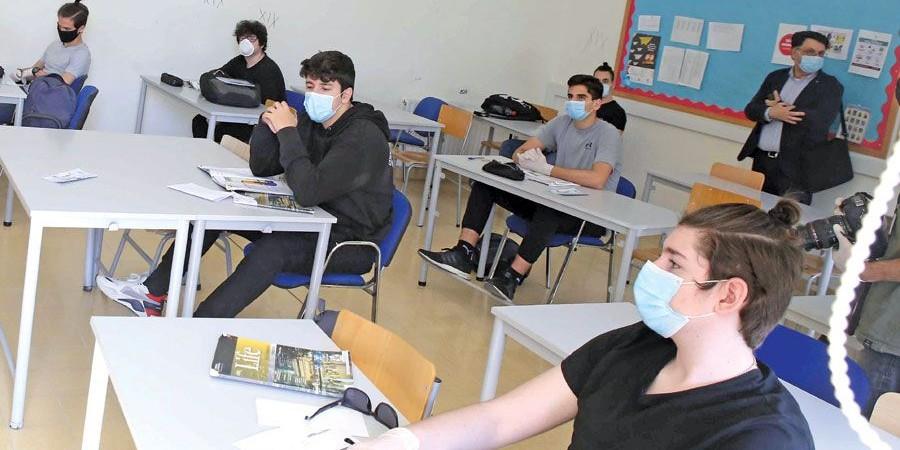 Μ΄ άλλα δύο μαθήματα συνεχίζονται σήμερα οι Παγκύπριες Εξετάσεις