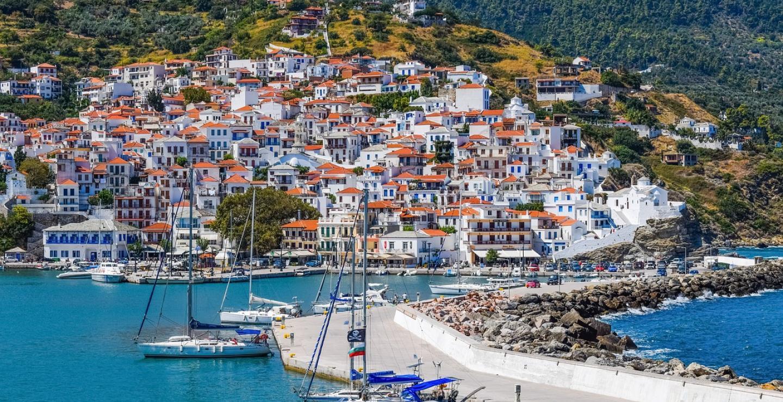 Forbes: Γιατί η Ελλάδα είναι ο πιο δημοφιλής ευρωπαϊκός προορισμός για το καλοκαίρι του 2021