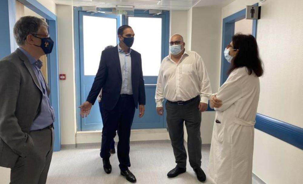 Η συντριπτική πλειοψηφία κρουσμάτων και νοσηλειών είναι ανεμβολίαστοι, λέει ο Υπουργός Υγείας
