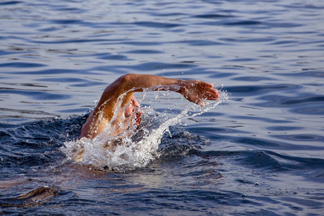 Οι 4 απλοί τρόποι για να γυμναστούμε στην θάλασσα