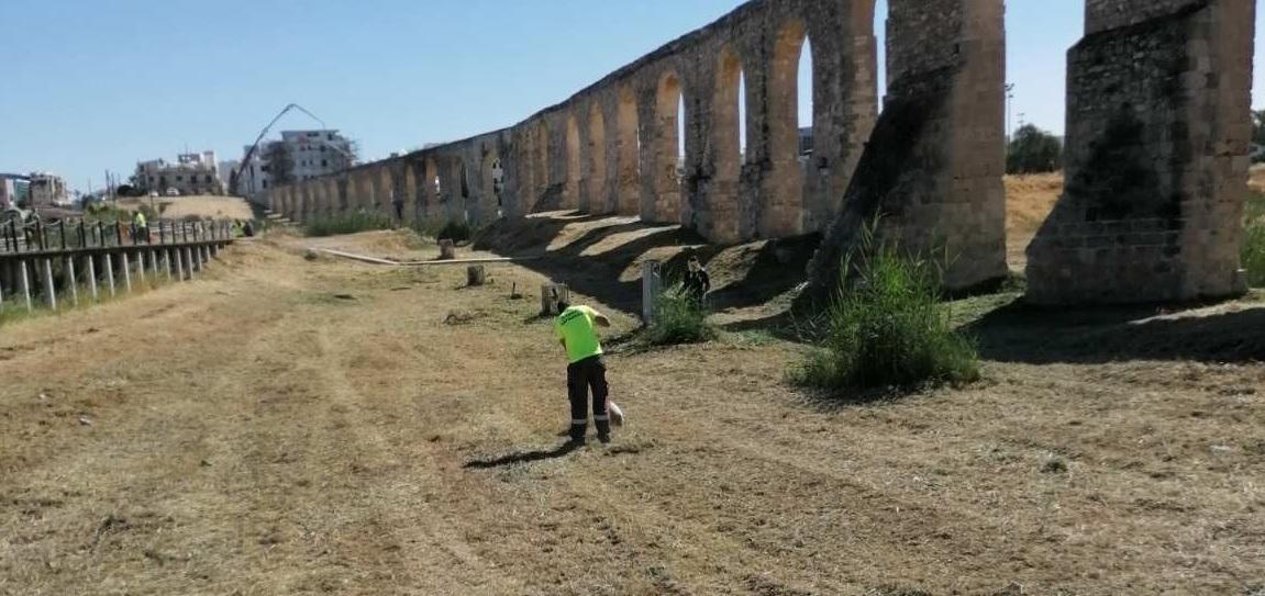 Συνεχίζονται οι εργασίες καθαρισμού από χόρτα στη Λάρνακα