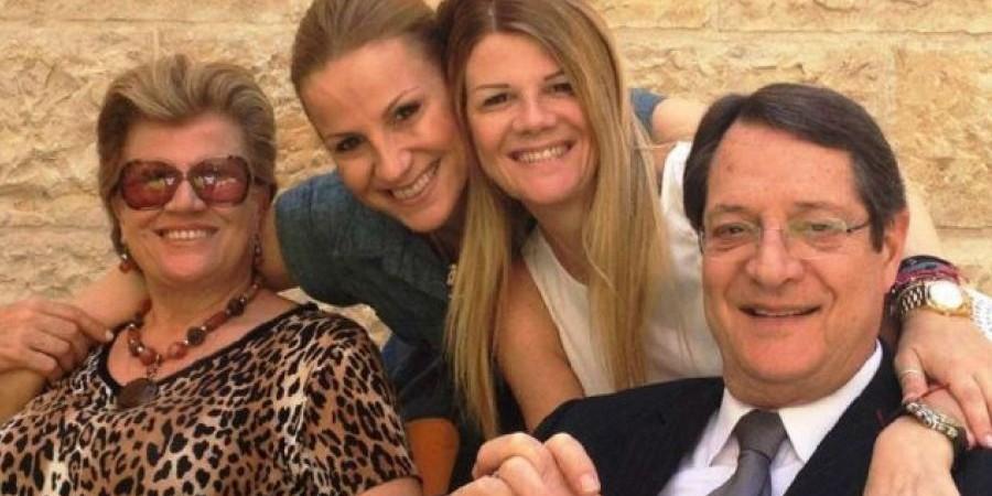 Οι κόρες Αναστασιάδη απαντούν στις φήμες για κορωνοϊό και μη εμβολιασμό
