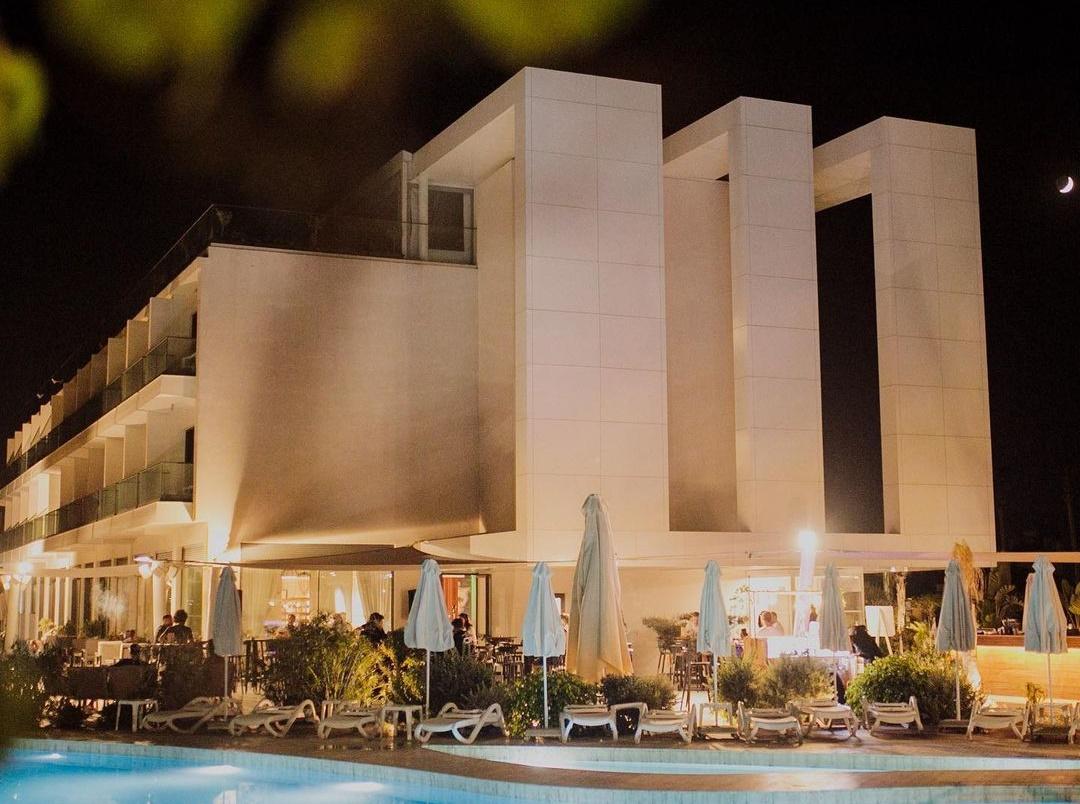 Πάμε για ένα χαλαρό live κάτω από τα αστέρια σε γνωστό ξενοδοχείο της πόλης
