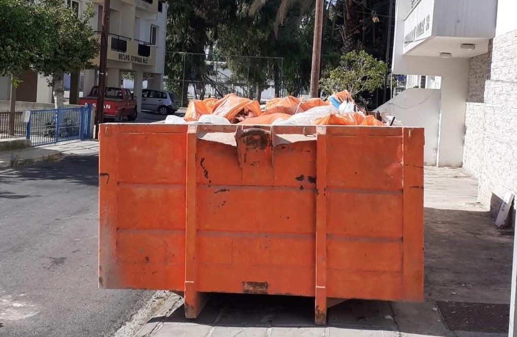 Δήμος Λάρνακας: Άδειασε τα σκουπίδια που μάζεψε ένοικος πολυκατοικίας