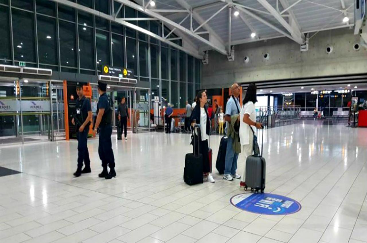 Σύλληψη άνδρα στο Αεροδρόμιο Λάρνακας κατά την άφιξη του στην Κύπρο, για υπόθεση βιασμού ανήλικης πριν από 15 χρόνια