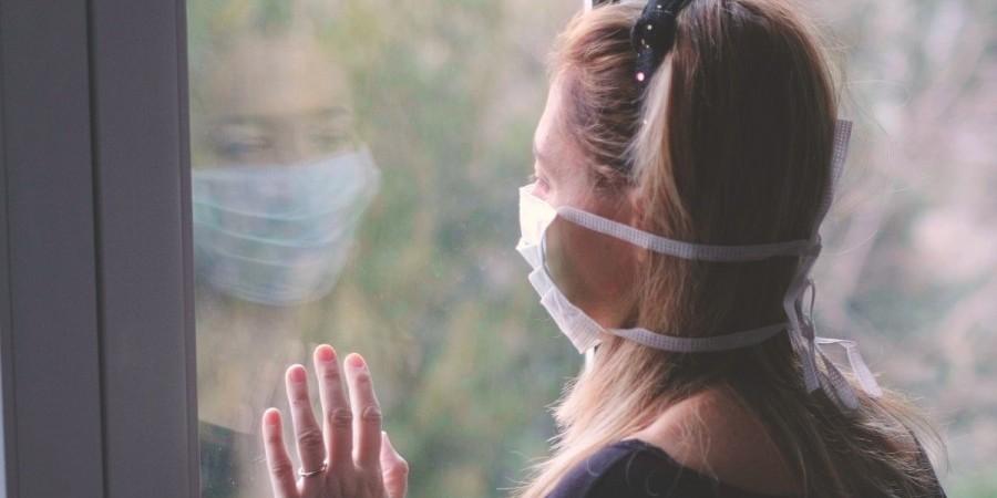 Μειώνονται οι μέρες καραντίνας για κρούσματα με ήπια ή χωρίς συμπτώματα