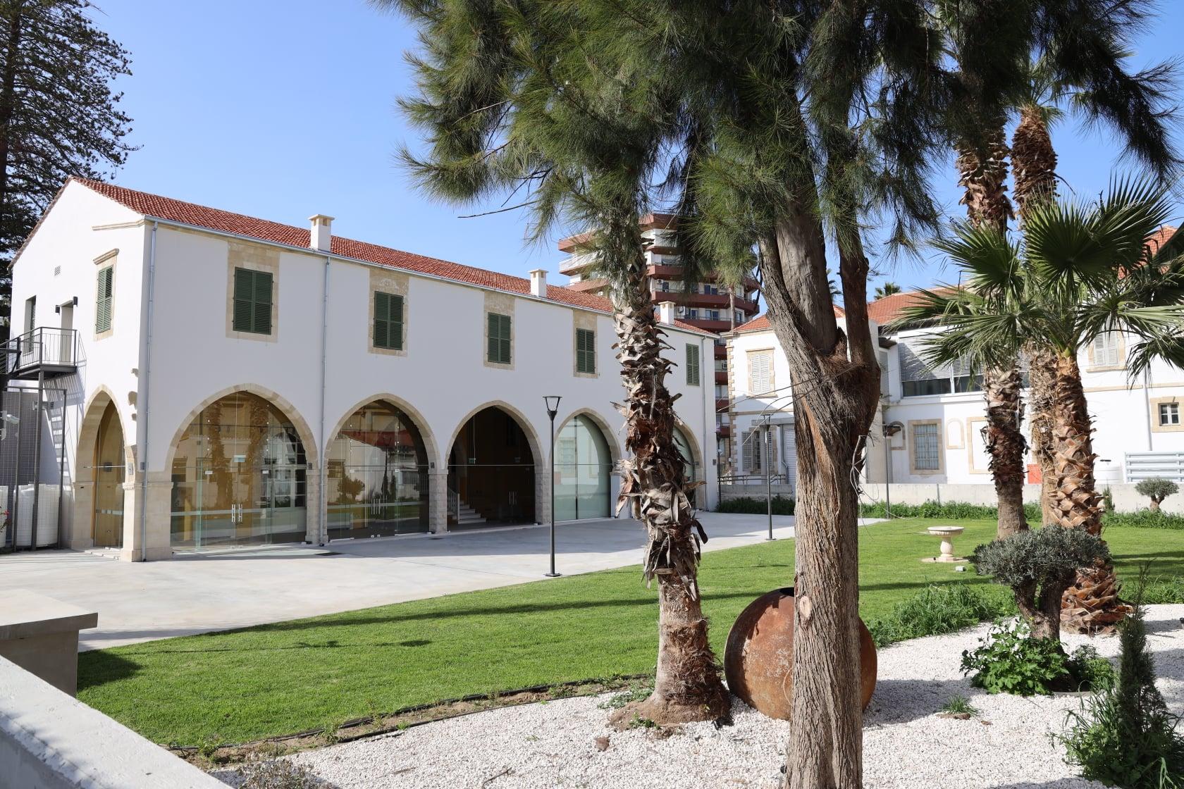 Σήμερα υπογράφονται τα Μνημόνια Συνεργασίας μεταξύ του Κέντρου Αριστείας για Έρευνα και Καινοτομία «Κοίος» του Πανεπιστημίου Κύπρου, του Δήμου Λάρνακας και των Συμβούλιων Αποχετεύσεως και Υδατοπρομήθειας Λάρνακας