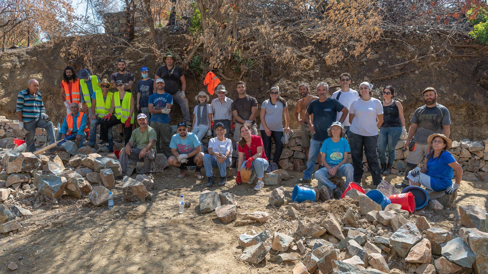 Oλοκληρώθηκε το πρώτο από 12 εργαστήρια εκμάθησης της τεχνικής κατασκευής ξηρολιθικής δομής όπου συμμετείχαν τα πυρόπληκτα χωριά Λάρνακας – Λεμεσού (φώτο)
