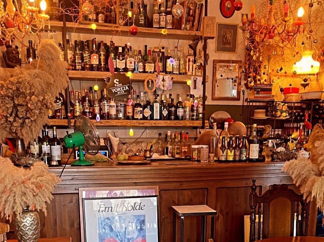 Ένα κουκλίστικο café-bar στη Λάρνακα σε περιμένει να το ανακαλύψεις