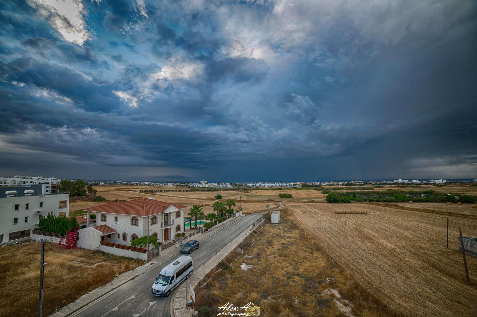 Έρχεται αισθητή πτώση της θερμοκρασίας-Πιθανόν μεμονωμένες βροχές