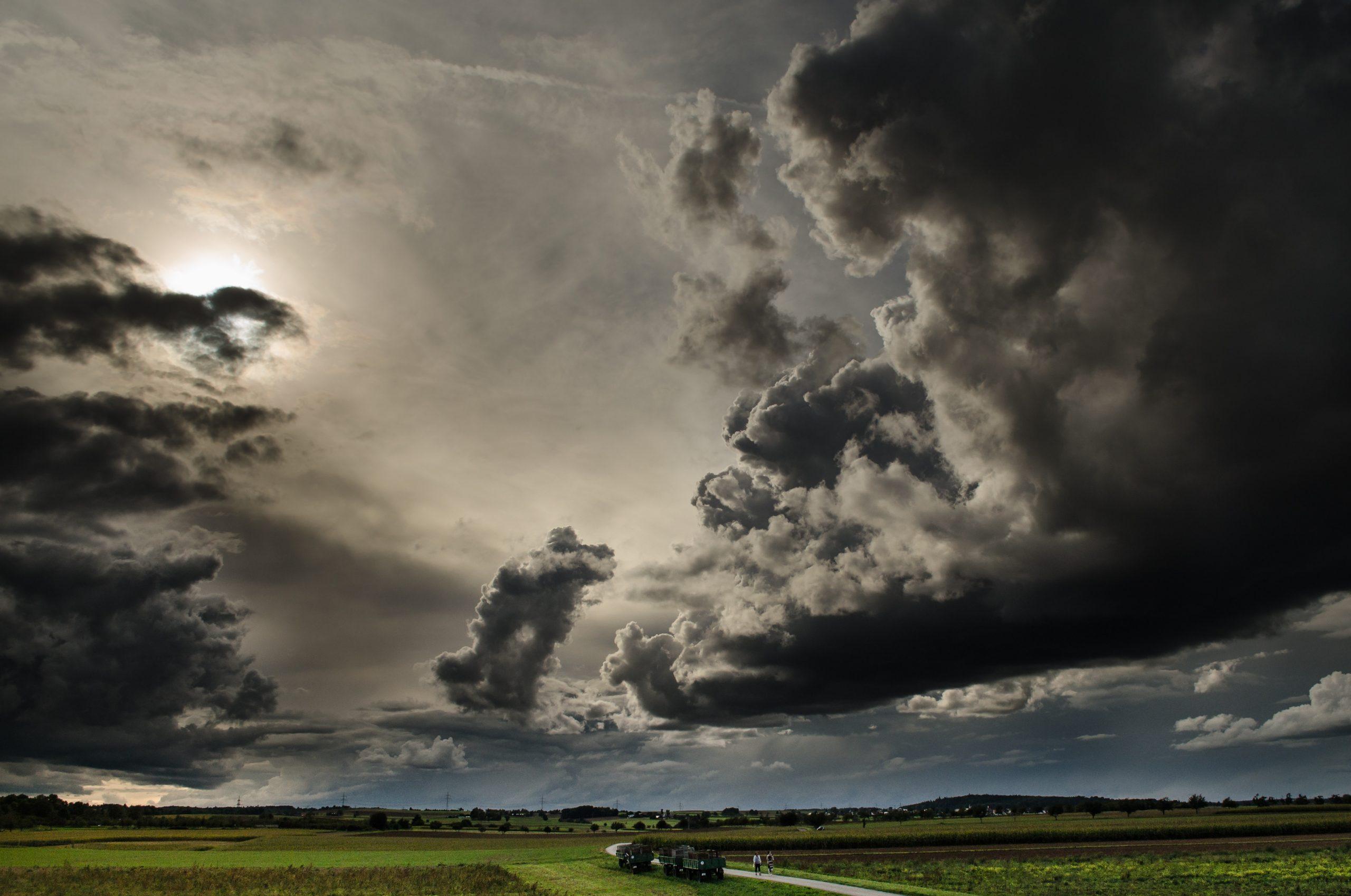Έρχονται πτώση της θερμοκρασίας και μεμονωμένες βροχές
