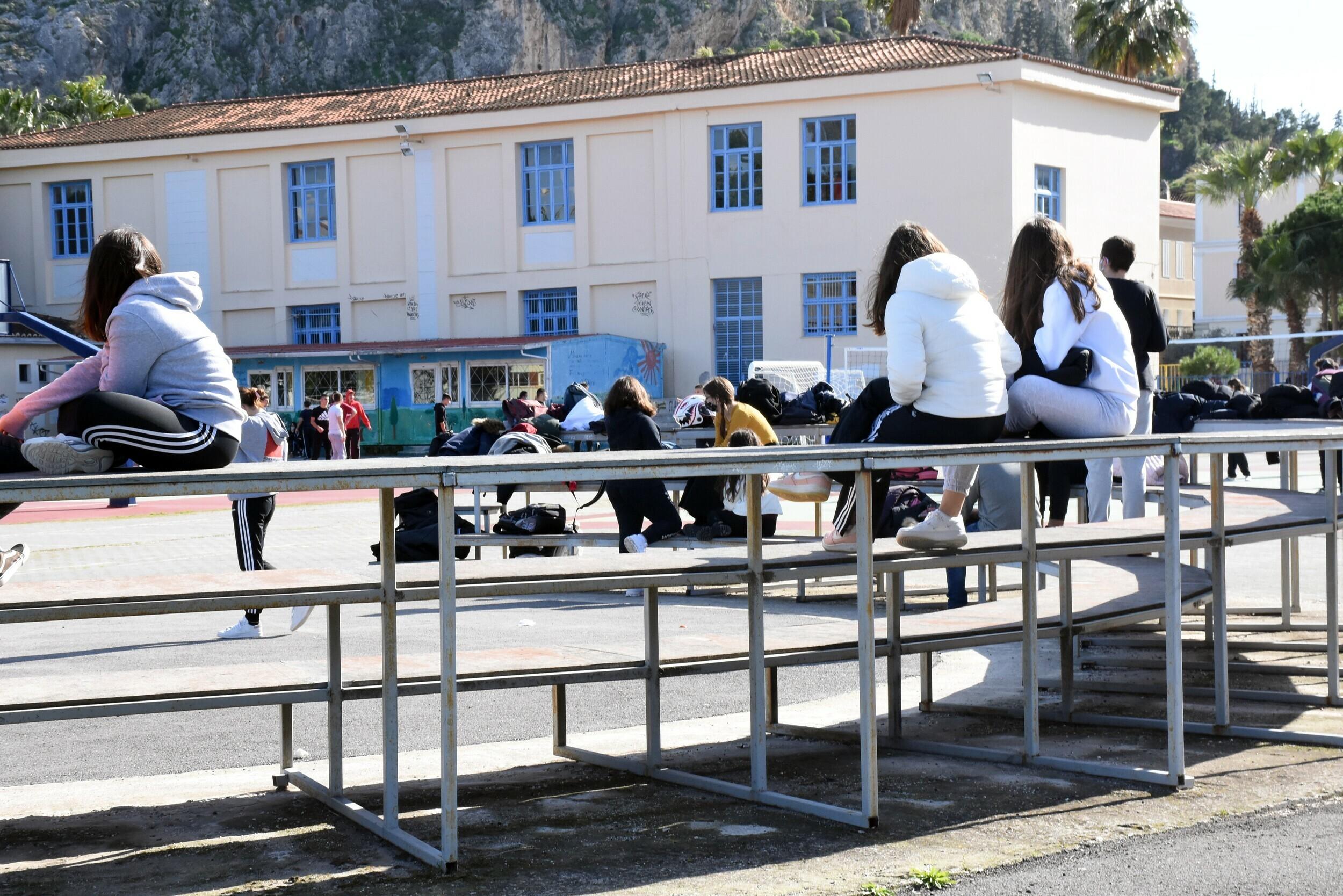 """Δρ. Μακρίδης: """"Θερμοκήπια ιώσεων"""" τα σχολεία (ΒΙΝΤΕΟ)"""