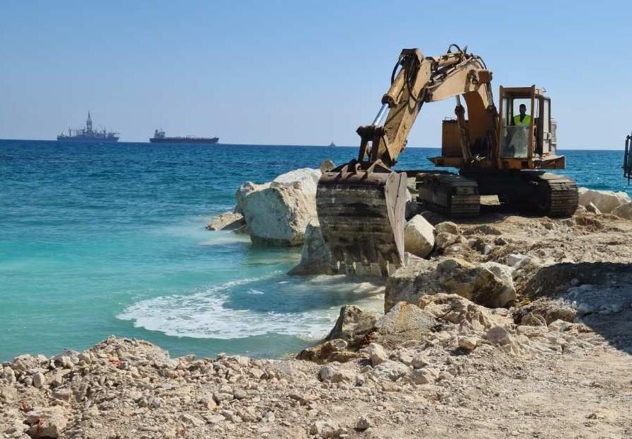 Βορόκληνη: Ξεκίνησε η κατασκευή των κυματοθραυστών στη θαλάσσια περιοχή